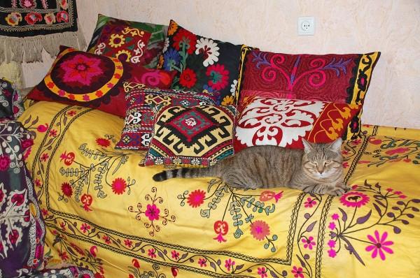 interior-casa-uzbekistan-suzani