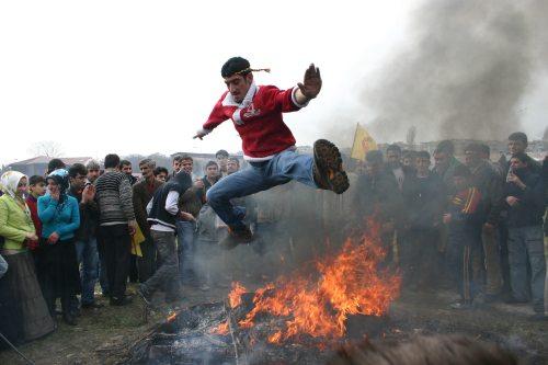 novruz-sarit-in-foc