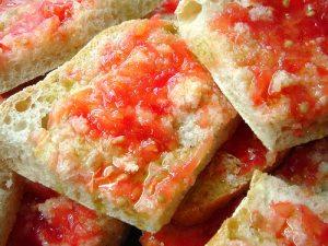 paine-ulei-masline-rosii-usturoi